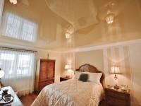 Натяжные потолки для спальни — 70 фото оригинальных идей в интерьере