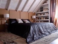 Спальня в мансарде со скошенным потолком: дизайн, варианты планировки (100+ фото)