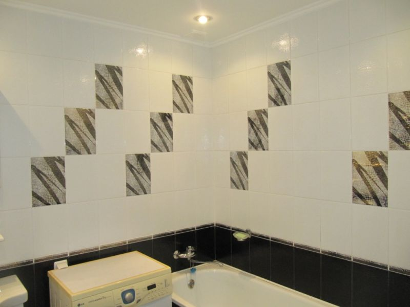 Черно белая ванная комната