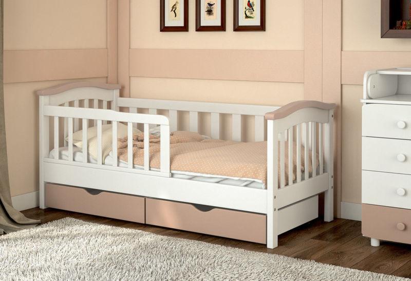 Кроватка для малышей до четырех лет