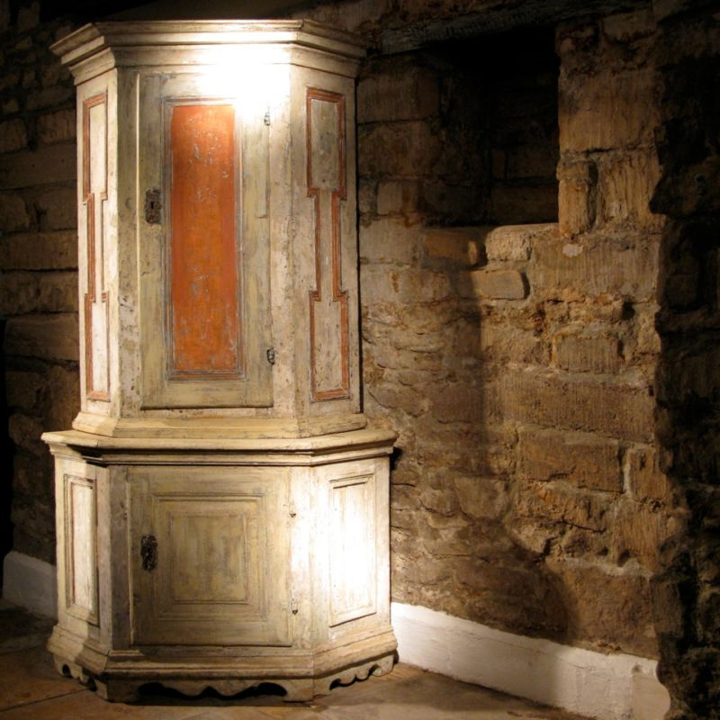 18th-cent-painted-swedish-corner-cupboard-in-original-paint-19-th