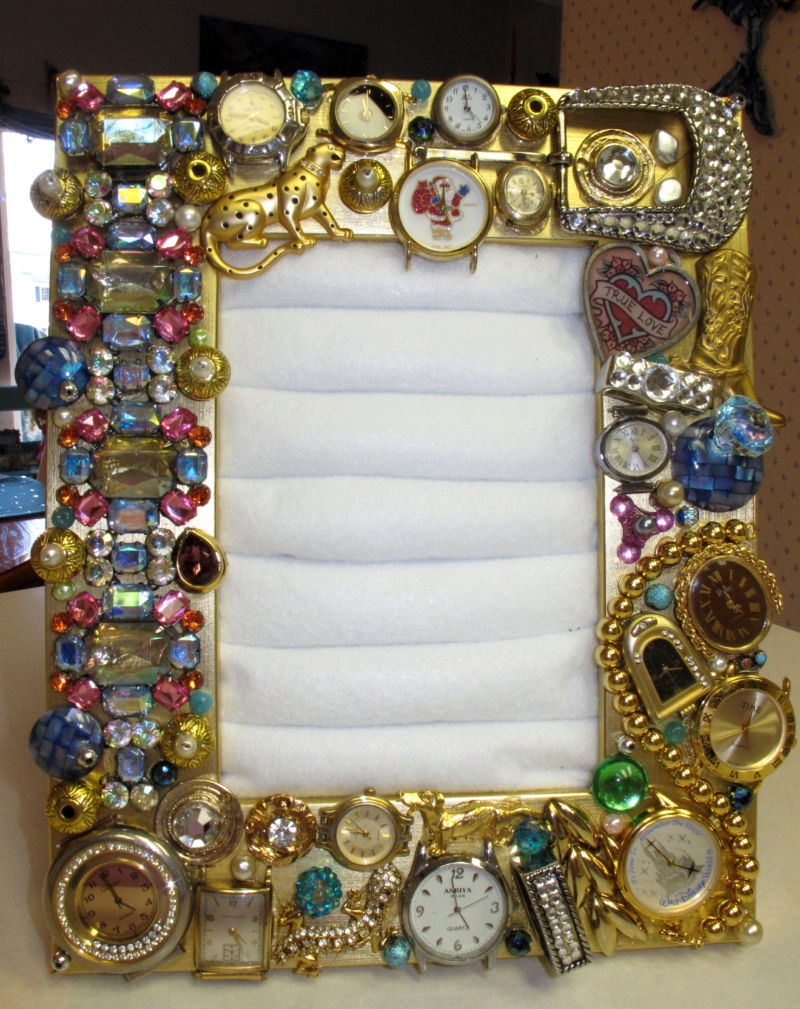 adorned-frame-ring-holder