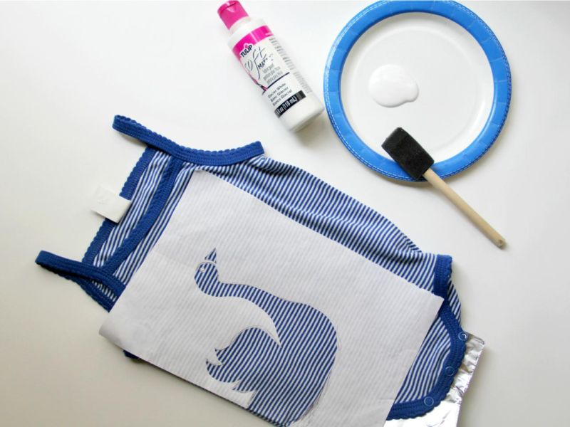 ci-jess-abbott_blue-baby-onesie-insert-foil6_h-jpg-rend-hgtvcom-1280-960