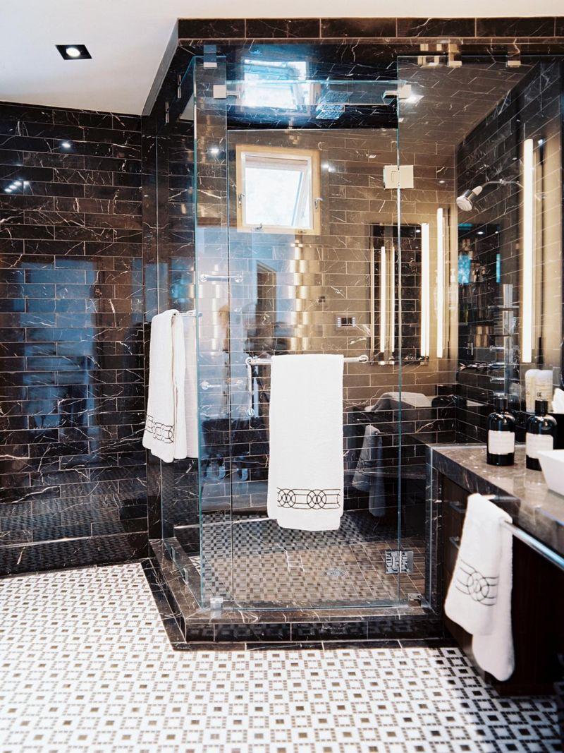 dp_jamie-hertzlinger-black-white-electic-bathroom_v-jpg-rend-hgtvcom-1280-1707