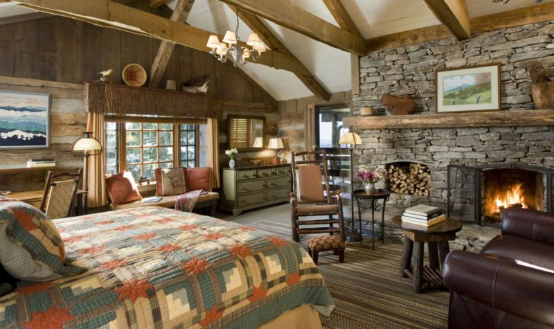 farmhouse-bedroom-with-fireplace-country-style