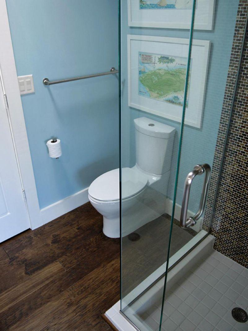 gh09_hall-bath_04_shower-toilet_s3x4-jpg-rend-hgtvcom-966-1288