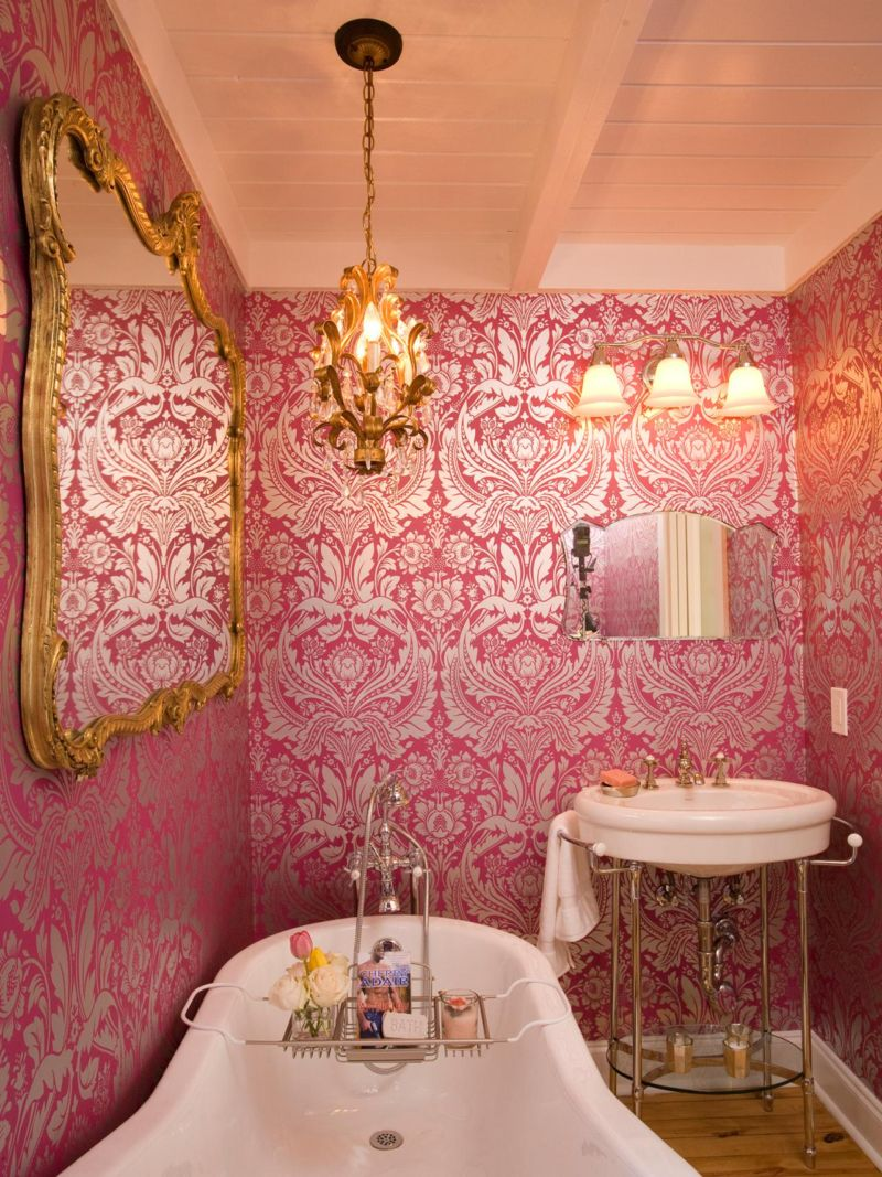 hpbrs408h_pink-vintage-bathroom-french-wallpaper_3x4-jpg-rend-hgtvcom-1280-1707