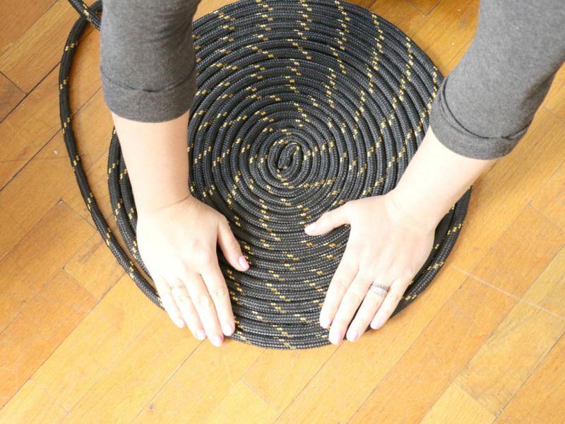 original-michelle-edgemont-spring-trends_rope-rug-step8-jpg-rend-hgtvcom-1280-960