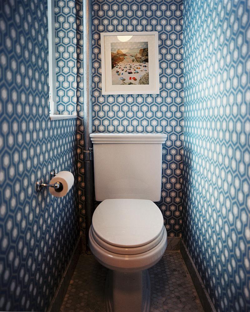 razlichnye-materialy-v-dizajne-tualeta-04