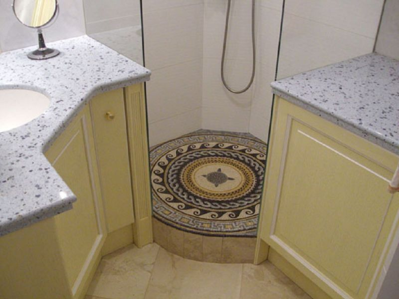 roman-mosaic-bathroom-medallion
