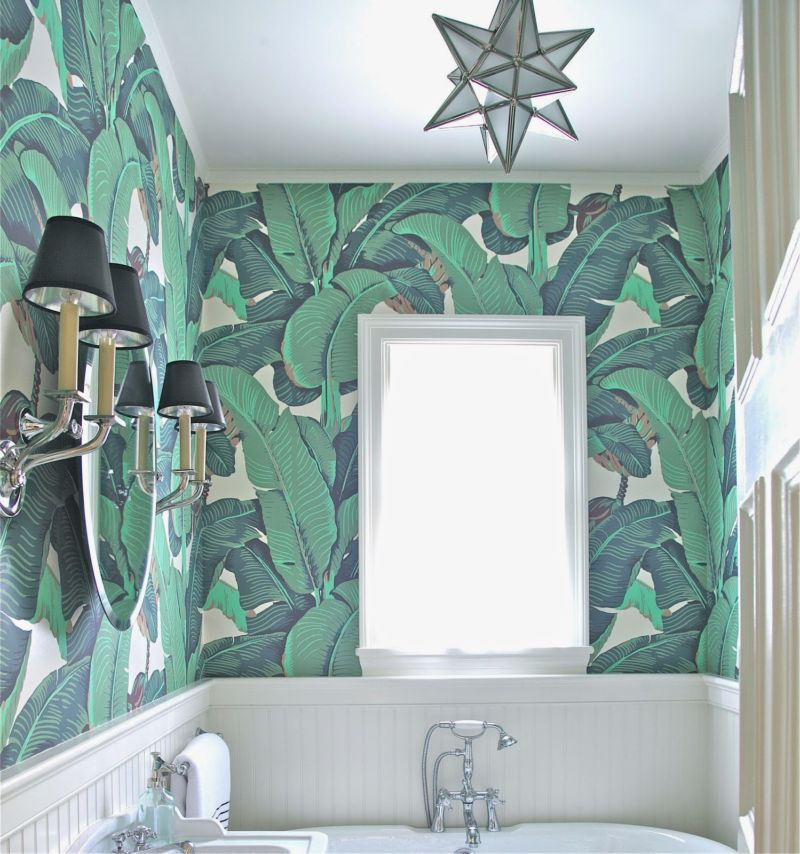 banana-leaf-wallpaper-bathroom