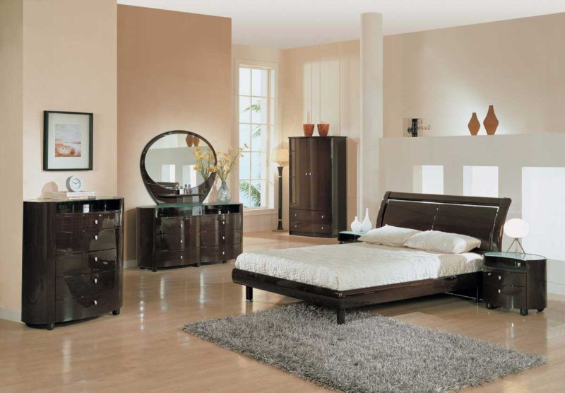 classic-and-simple-bedroom-trends-with-glossy-furniture-with-vanity-and-dresser-also-bed-couch-and-shag-rug-and-laminate-flooring-and-table-lamp