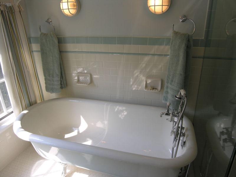 cute-bathroom-traditional-white-clawfoot-tub-in-tiny-bathroom-design-ideas-images-of-fresh-on-interior-2017-bathroom-floor-tile-ideas-traditional
