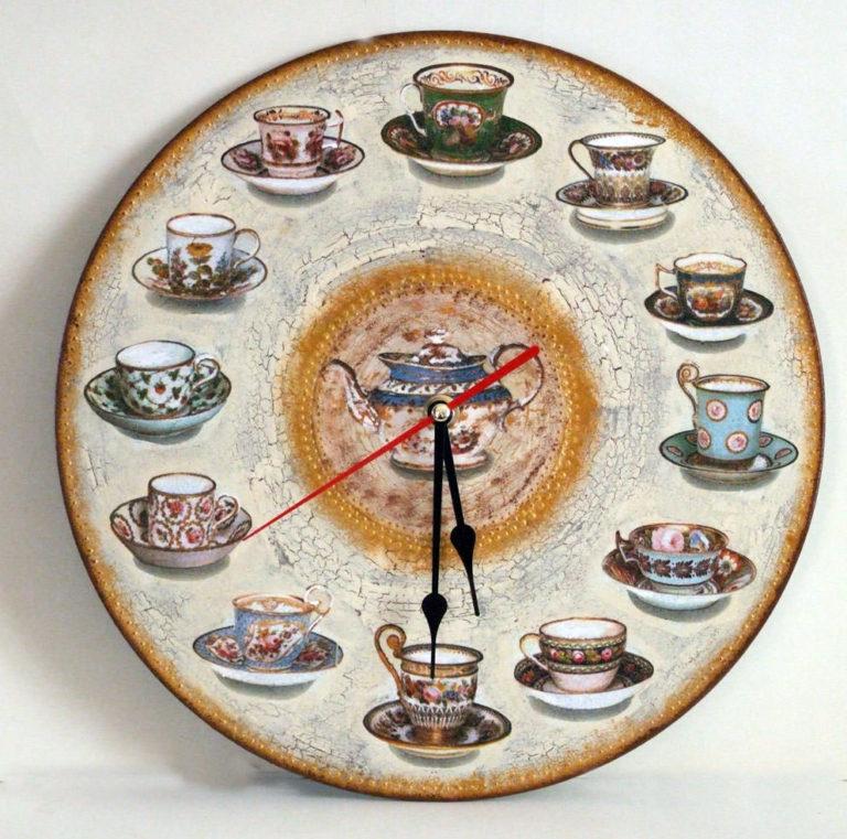 Вариантов декорирования часов для интерьера, которые украсят стены жилища — очень много.