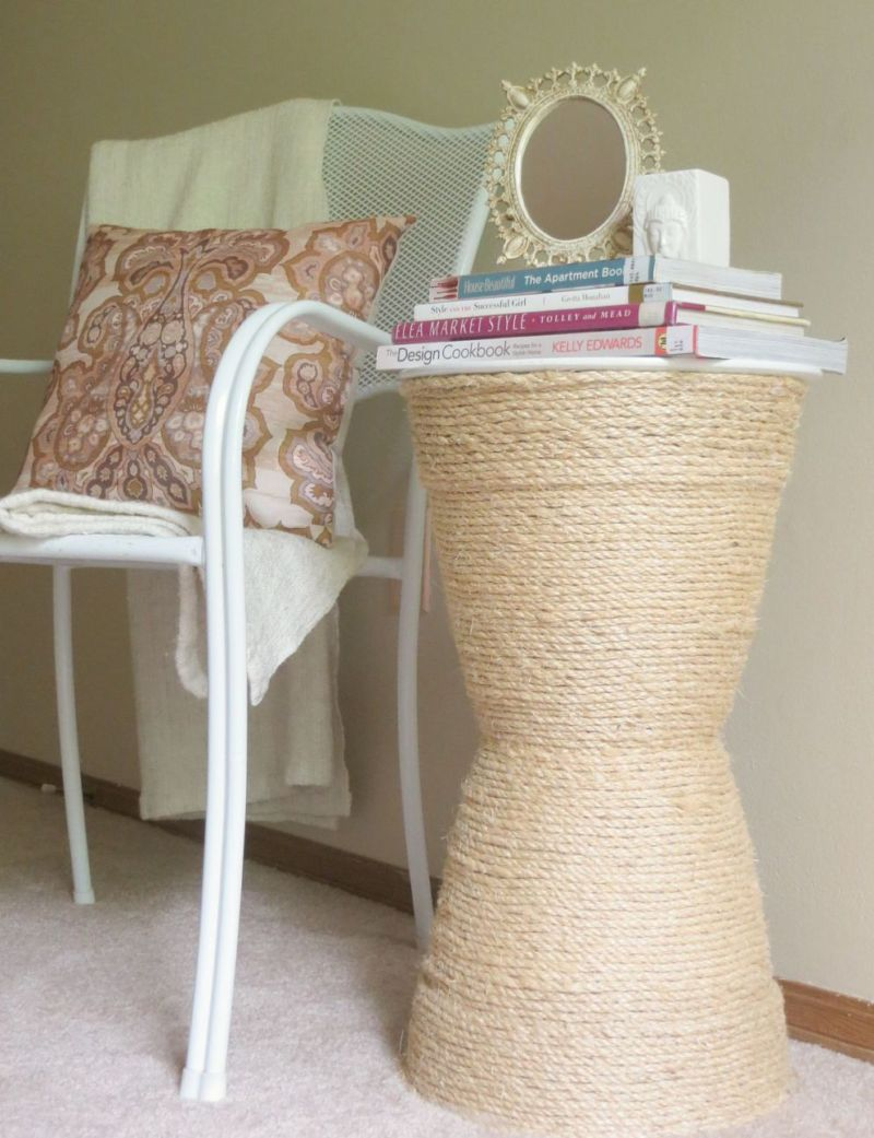 diy-rope-side-table-in-sitting-reading-area-in-bedroom-makeover-by-the-diy-homegirl-1