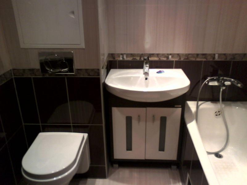 dizajn-malenkix-vannyx-komnat-sovmeshhennyx-s-tualetom-5-1030x773