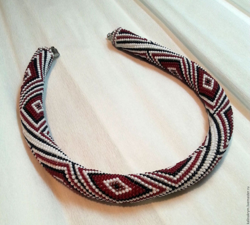 fe31668dd13cf9abaefc8a89fdde-ukrasheniya-zhgut-ozherele-iz-bisera-pletenyj-ornament