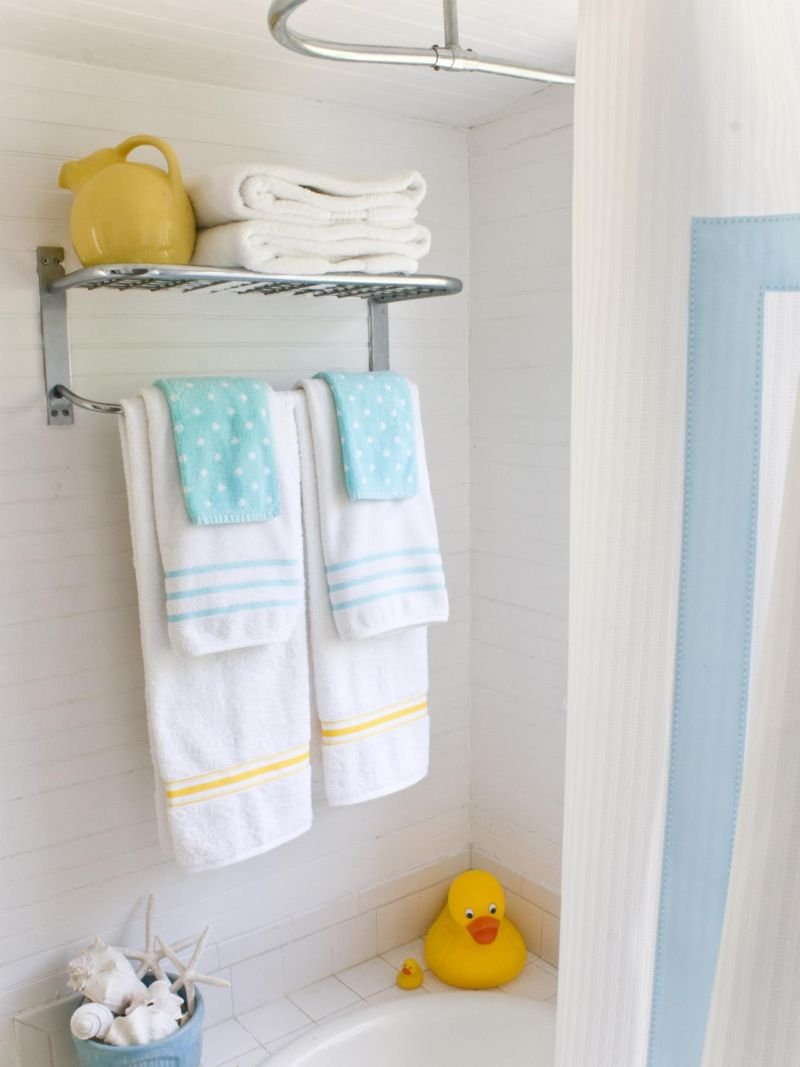 original-layla-palmer_bathroom-embellished-towel-beauty_s3x4-jpg-rend-hgtvcom-1280-1707