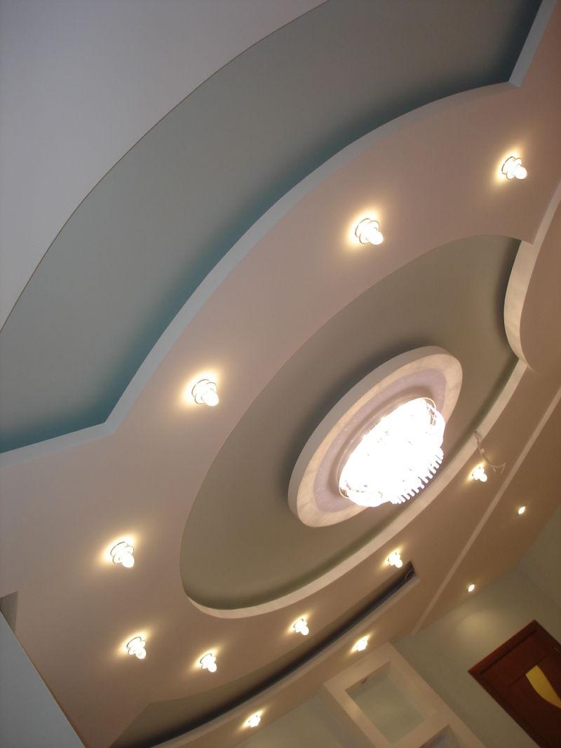 potolochnye-svetilniki-v-vannuyu-komnatu-30