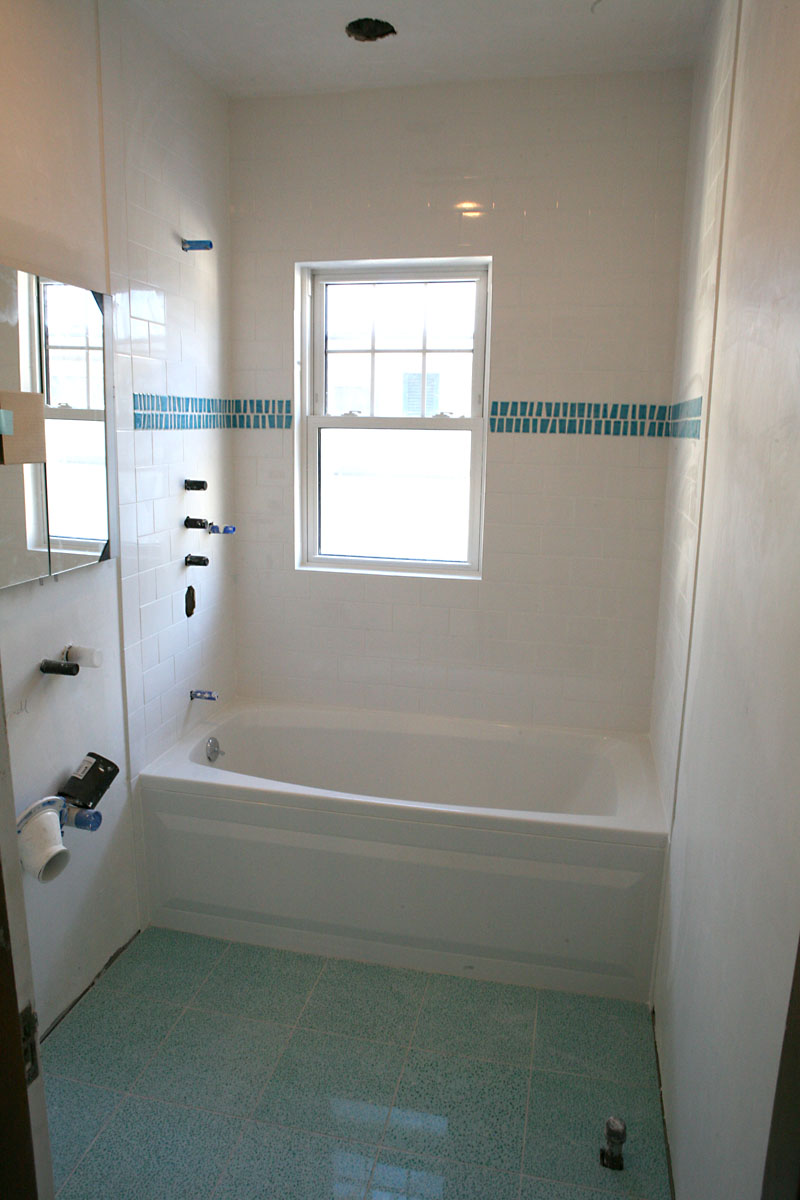 small-bathroom-remodel-ideas-l-c4f32b6d2b96eed0