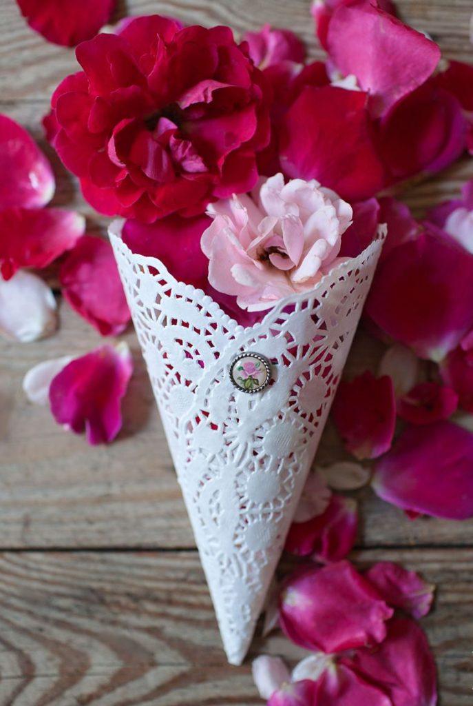 Кулечки с лепестками роз своими руками 553
