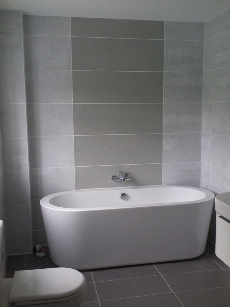 top-fourty-ideas-grey-bathroom-tile-designs-small-space-added-oval-tub-for-decorating-room_gray-bathroom-ideas