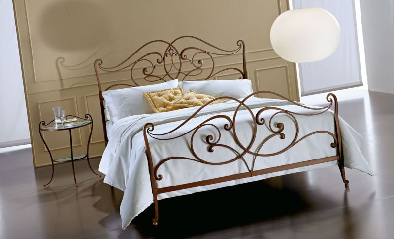 wrought-iron-beds-in-the-interior-01