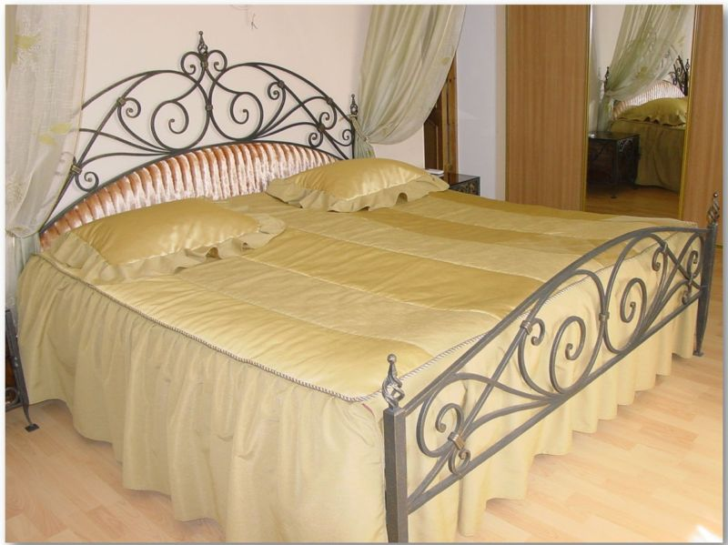 wrought-iron-beds-in-the-interior-04