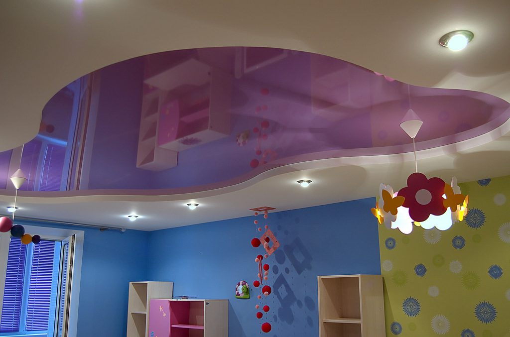 дизайн натяжных потолков для спальни