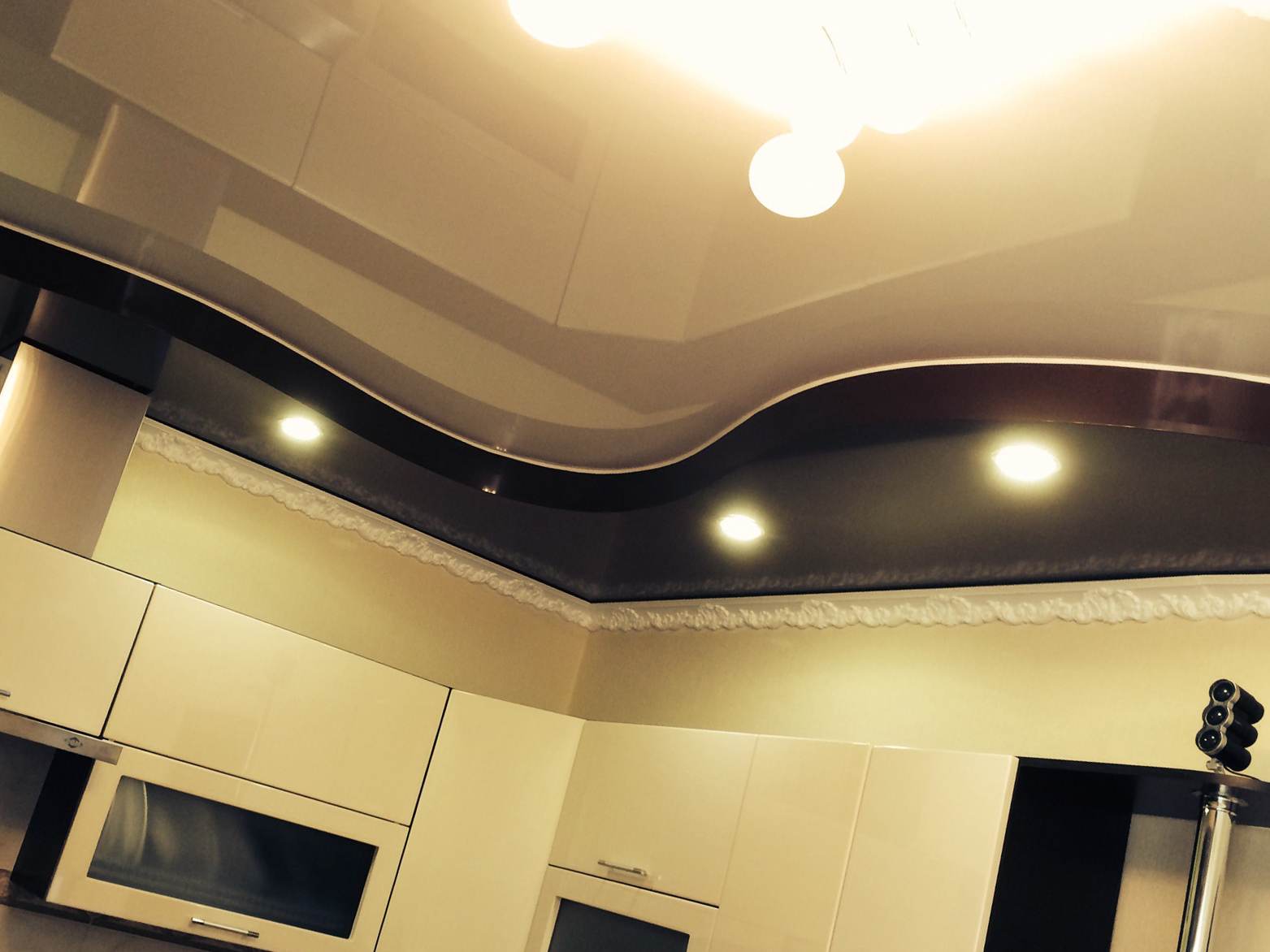 освещение спальни с натяжным потолком