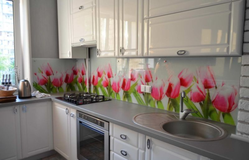 1335697601_tulips-kitchen-1