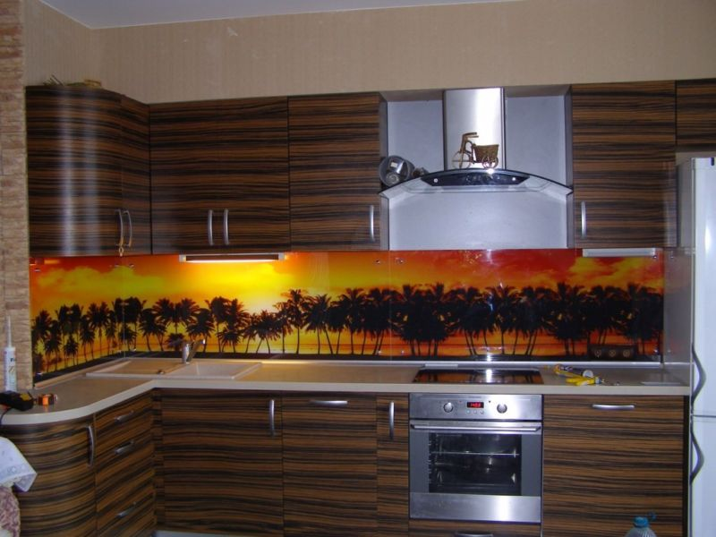 17-glass-backsplash