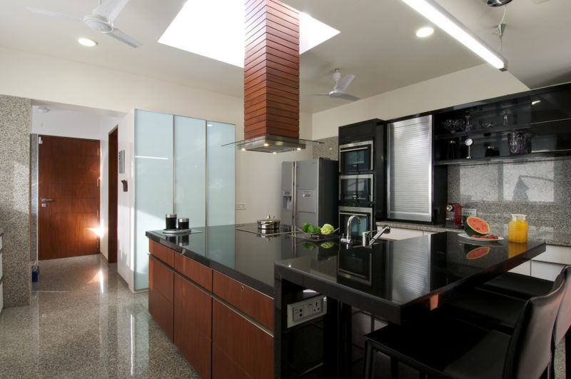 bungalow-baroda-india-modern-dark-kitchen