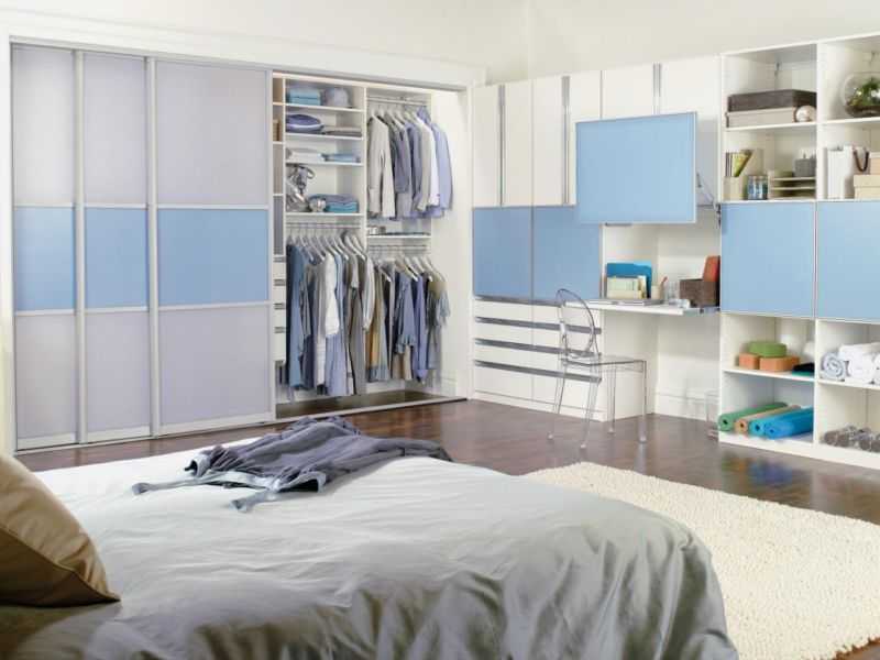 ci-california-closets_blue-reach-in-closet_s4x3-jpg-rend-hgtvcom-1280-960