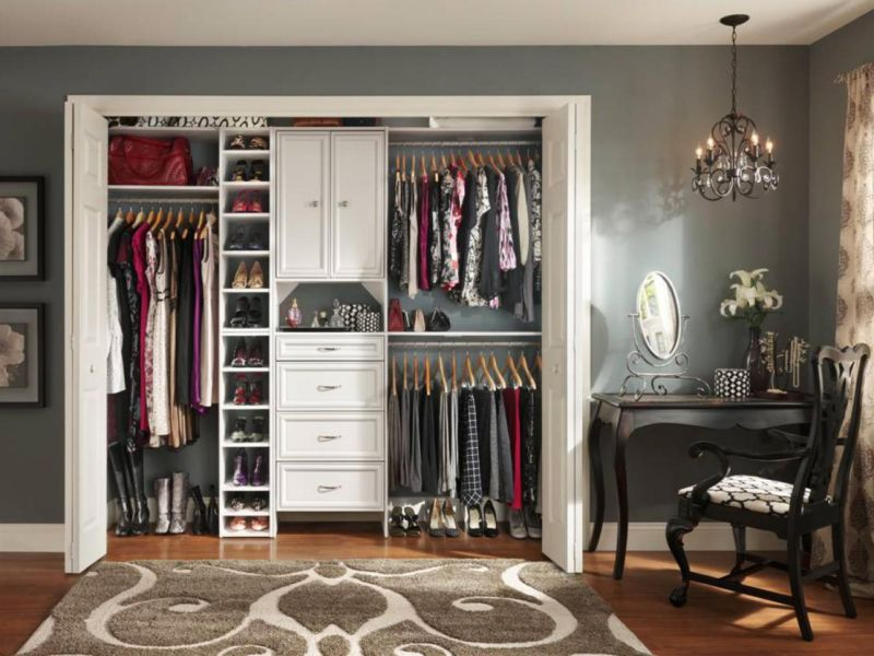 ci-closet-maid_grey-8-ft-wide-reachin_s4x3-jpg-rend-hgtvcom-1280-960
