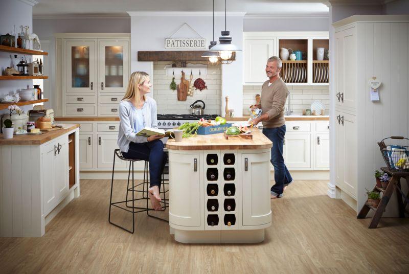 cl_kitchen_carisbrookeivoryframed_roomsetmodel