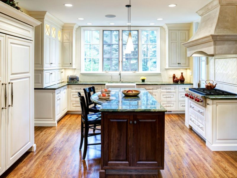 dp_drury-design-traditional-kitchen-island-2_s4x3-jpg-rend-hgtvcom-1280-960
