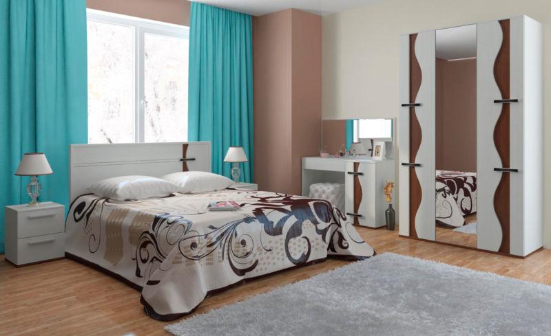сочетание обоев двух цветов в спальне