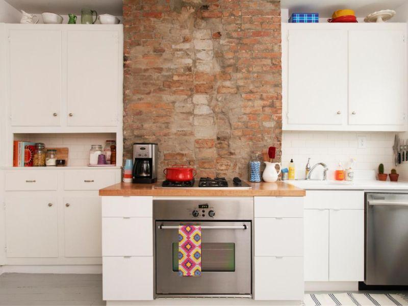 hgrm-make-room-photog-charlotte-jenks-lewis-white-cottage-kitchen_s4x3-jpg-rend-hgtvcom-1280-960