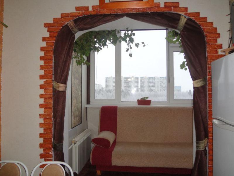 komfortnyjj-otdykh-na-balkone-s-kukhnejj-1024x768