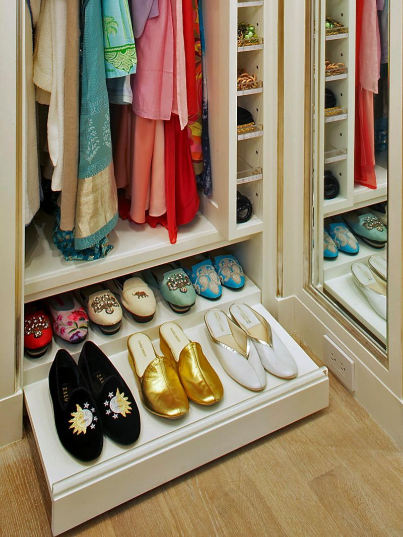 original_clos-ette-pull-out-shoe-drawer_s3x4-jpg-rend-hgtvcom-1280-1707
