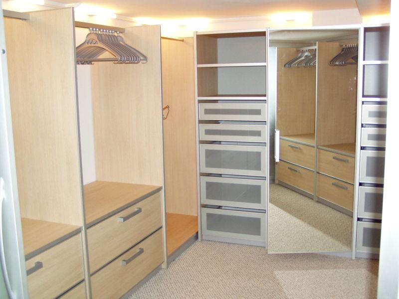 Маленькая гардеробная комната фото