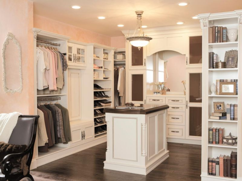 press-kits_wellborn-cabinets-closet-island_s4x3-jpg-rend-hgtvcom-1280-960