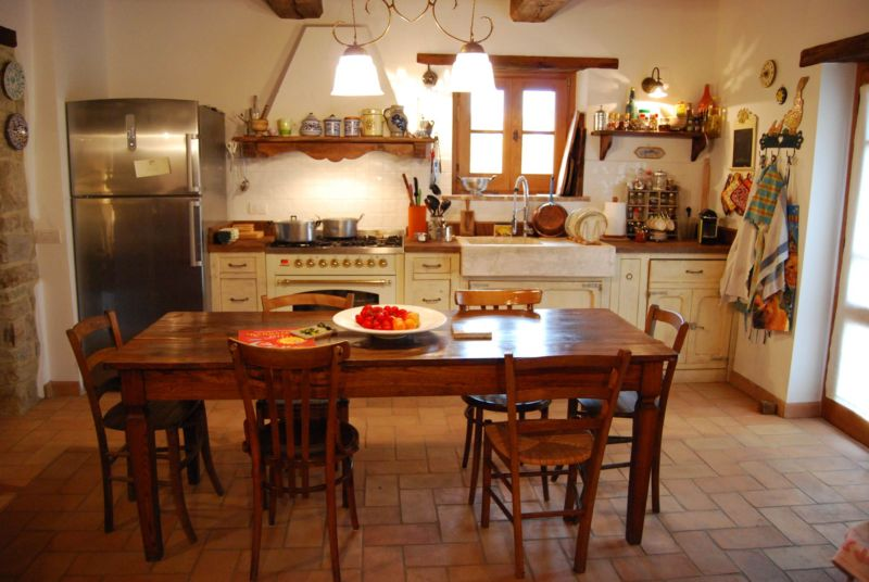 provencal-style-country-kitchen-la-fornace-1