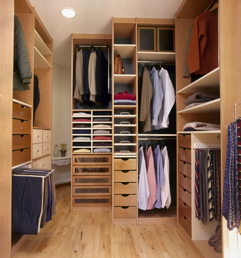 small-walk-in-closet-room