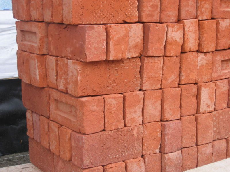 stapel_bakstenen_-_pile_of_bricks_2005_fruggo