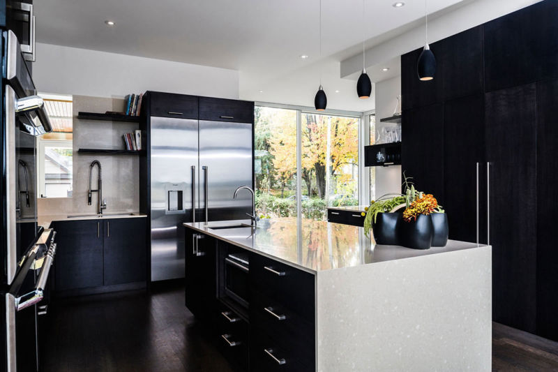tropical-white-black-kitchen-island-decor