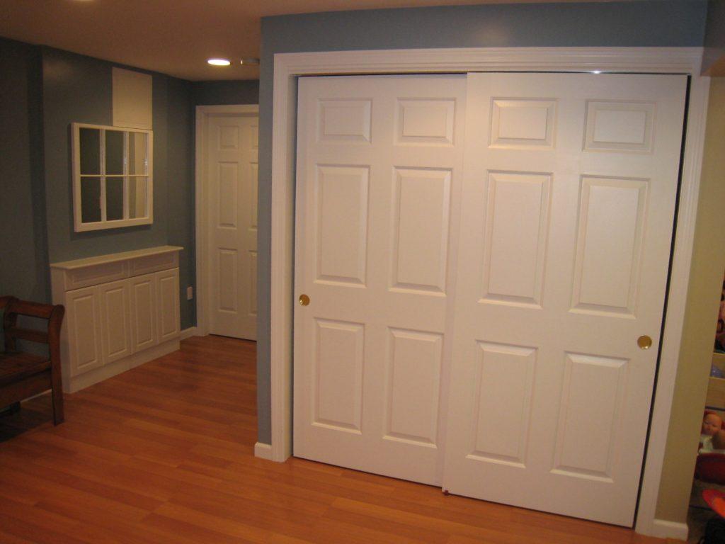Раздвижные двери в гардеробную комнату своими руками 77