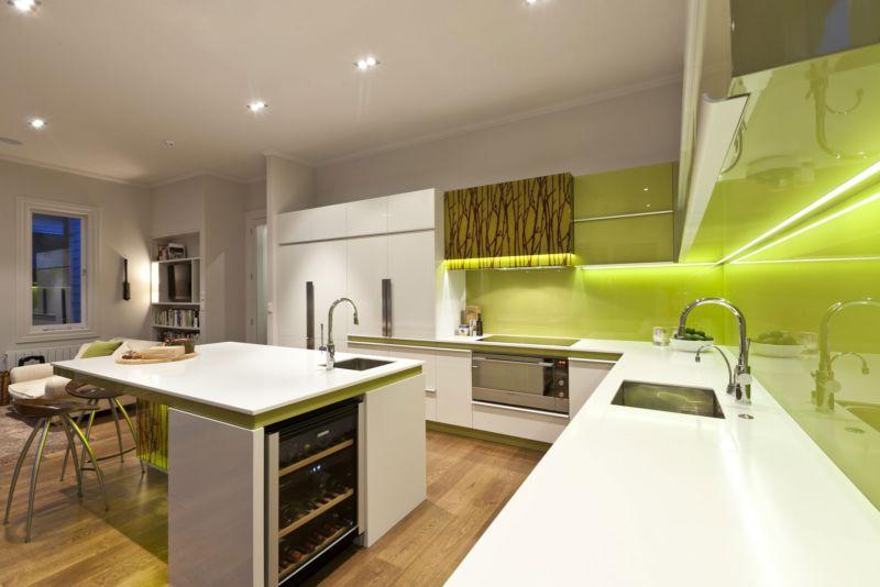 beautiful-glass-kitchen-apron-010