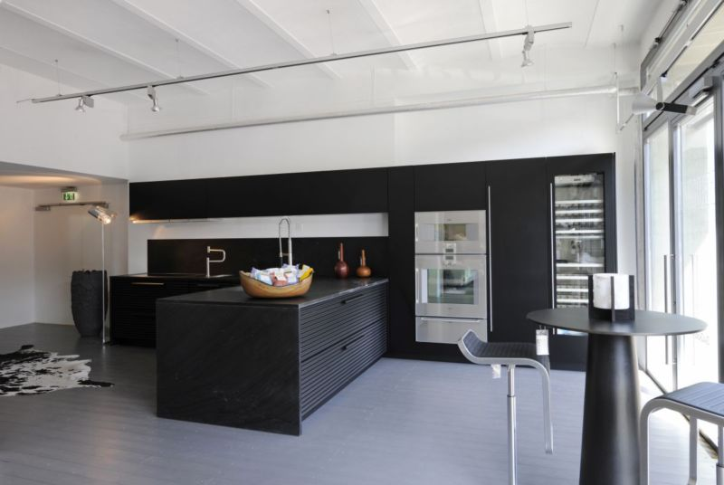 black-stained-wooden-kitchen-cabinet_black-stained-wooden-kitchen-island_black-stained-wooden-display-cabinet_light-grey-stained-wooden-floor_aluminium-frame-sliding-door